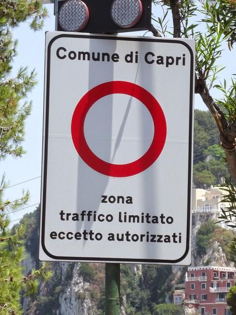 Этот знак означает, что Вы не можете здесь ездить.